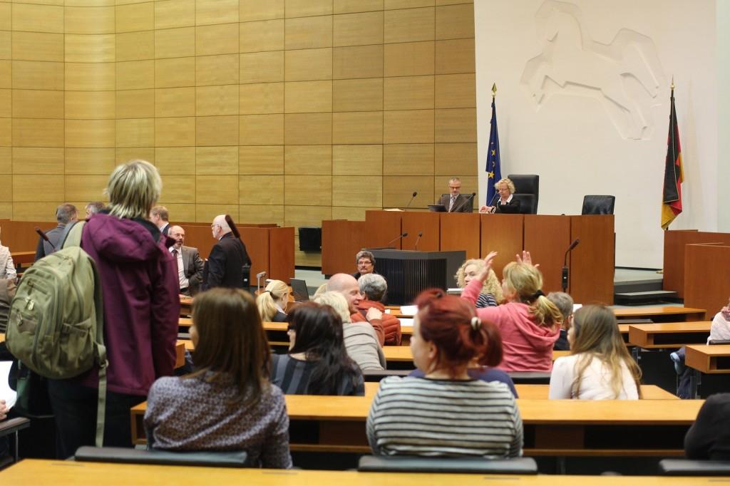 Plenarsaal füllt sich zur Anhörung der kommunalen Spitzenverbände